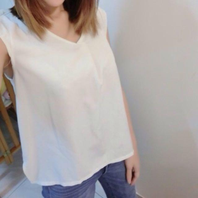 白色V領無袖上衣 渡假 反摺 氣質