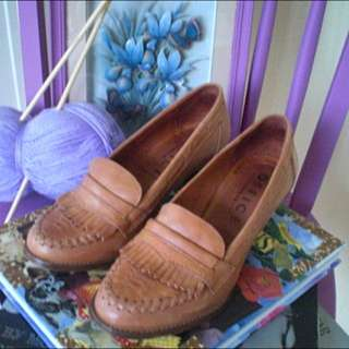 vintage style tan moccasin loafers 38/7.5