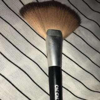 Chi Chi fan brush