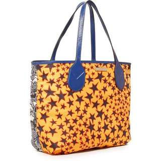 Marc Jacob tote in pebbled leather.