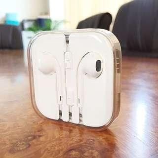 Apple EarPods (Earphones)