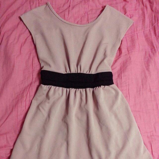 粉藕色腰鬆緊綁帶洋裝