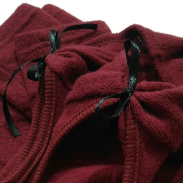 酒紅肩挖洞緞帶綁飾上衣