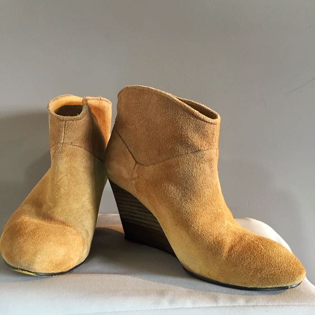 Camel Wedges