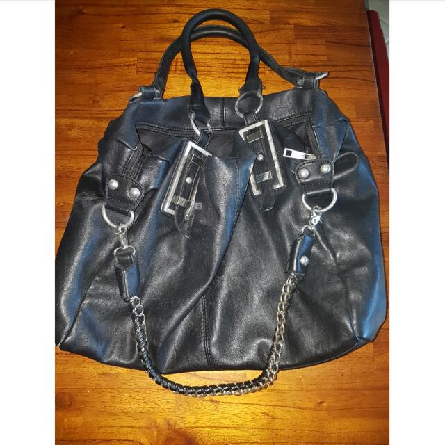 Collette Black Bag With Chain Detailing