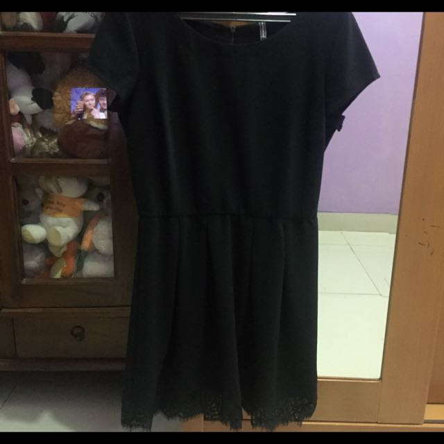 Dress Hitam Stradivarius