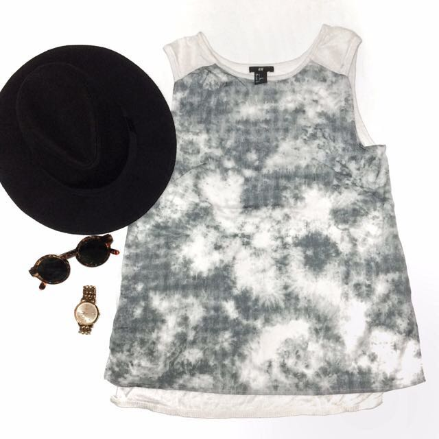 H&M abstract grey top [REPRICED]