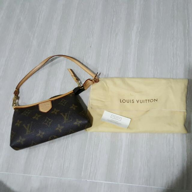 42235d42e Louis Vuitton Small Sling Bag *Authentic*, Women's Fashion, Bags & Wallets  on Carousell