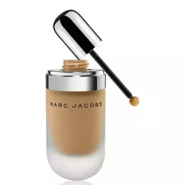 Marc Jacobs Remarcable Foundation Concentrate in shade 44 Golden Medium