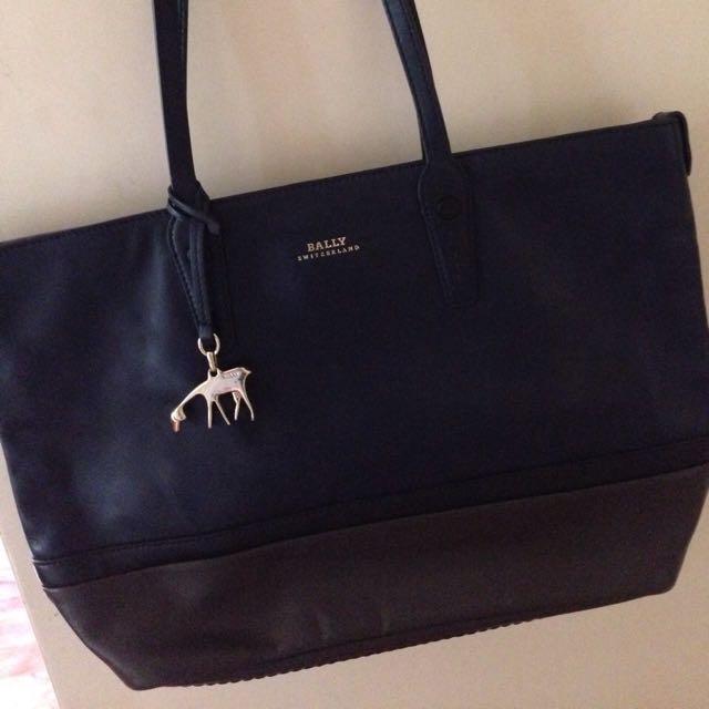 Preloved Bally Shoulder Bag