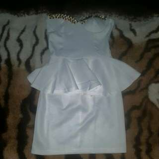 Womens Size 8 White Strapless Nwot Peplum Dress With Gold Spike Detailing