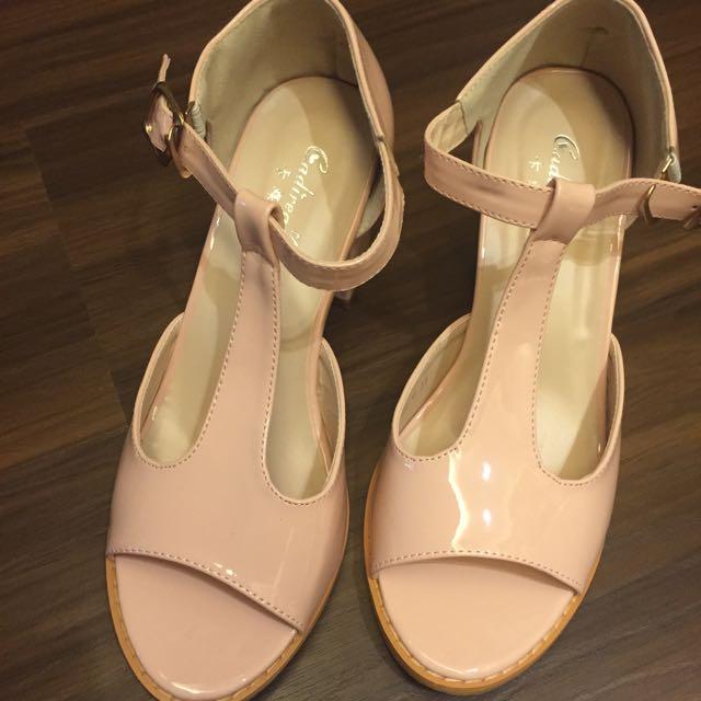 裸粉色高跟涼鞋