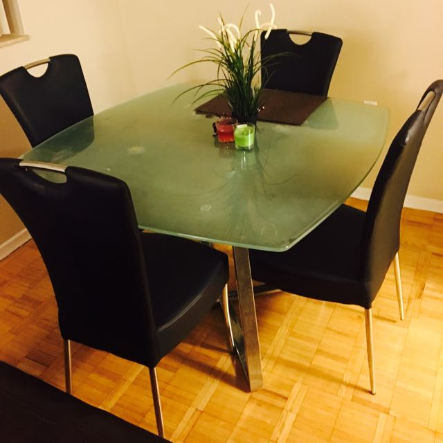 Dining With 4 Chairs In Very Good Condition No Tears No Scratchs