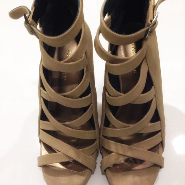 Janylin Criss Cross heels Size7