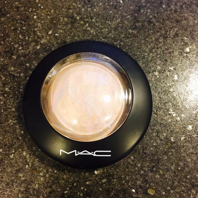 MAC Lightscapade Highlight