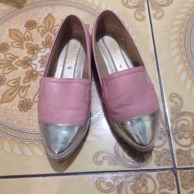 Preloved Sepatu Alive