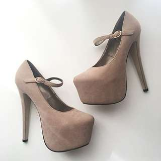 Sky High Nude Pumps