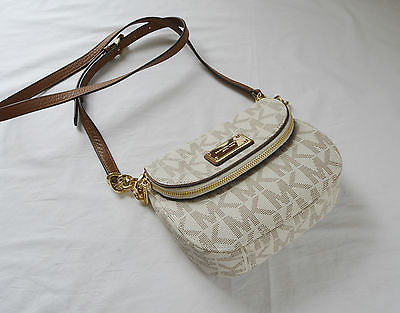 e787c445e095 100 % Authentic MICHAEL Michael Kors Jet Set Item Flap Crossbody ...