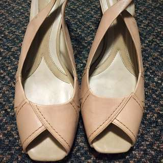 Naturalized beige peep tor Heels
