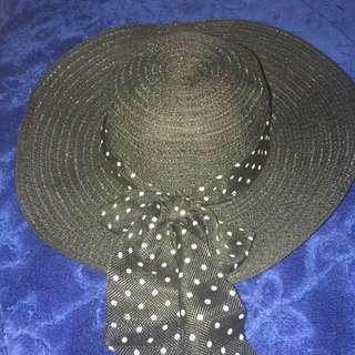 Topi Pantai Hatim