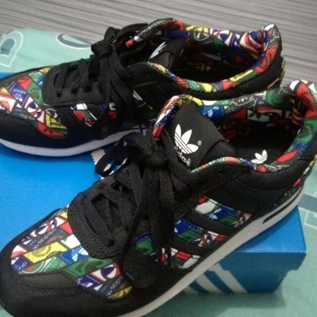 全新adidas運動鞋