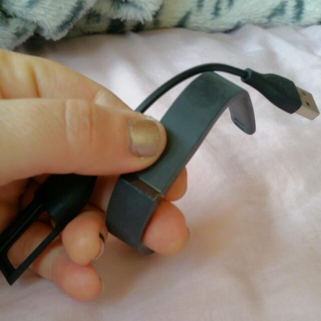FITBIT: With Charger and USB Reader