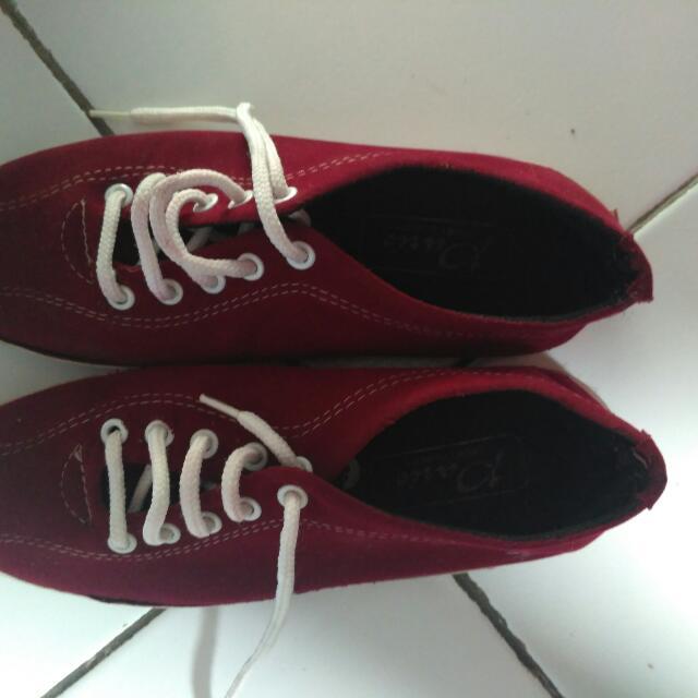Sepatu Merah Maroon Preloved