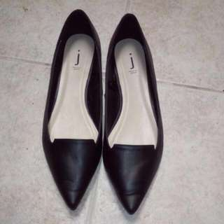Pointed Toe Black Flats Size 9