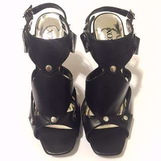 BRAND NEW Size 8 Heels