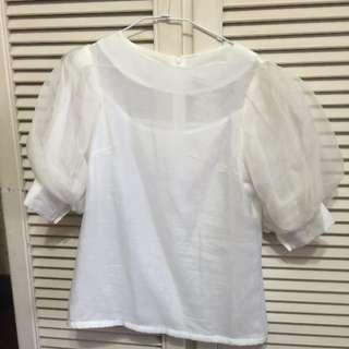 歐美設計款白色砰砰袖絲質上衣