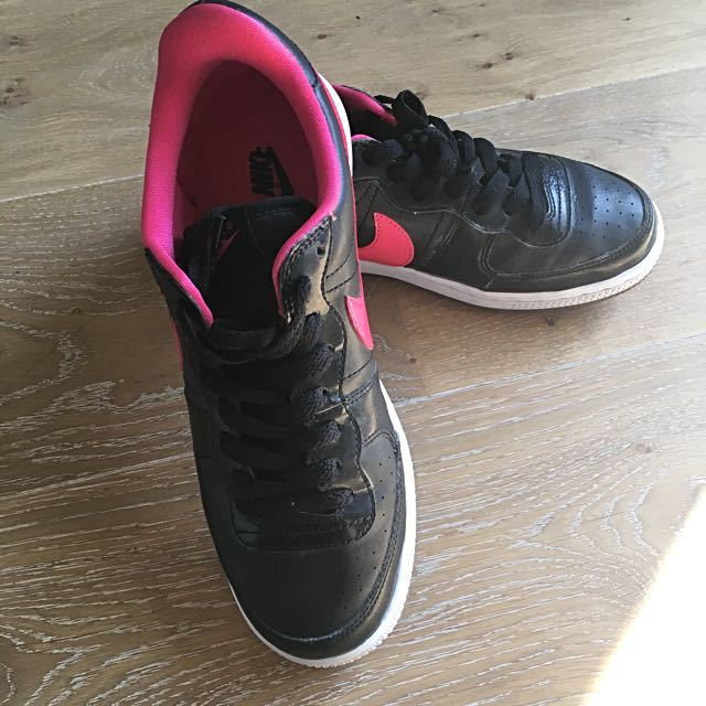 Black Nike Sneakers Size 40