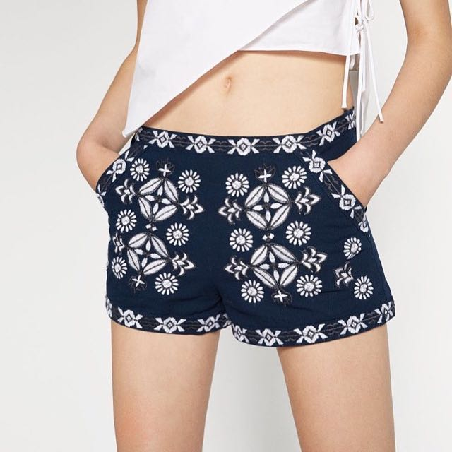Pattern embroidery shorts