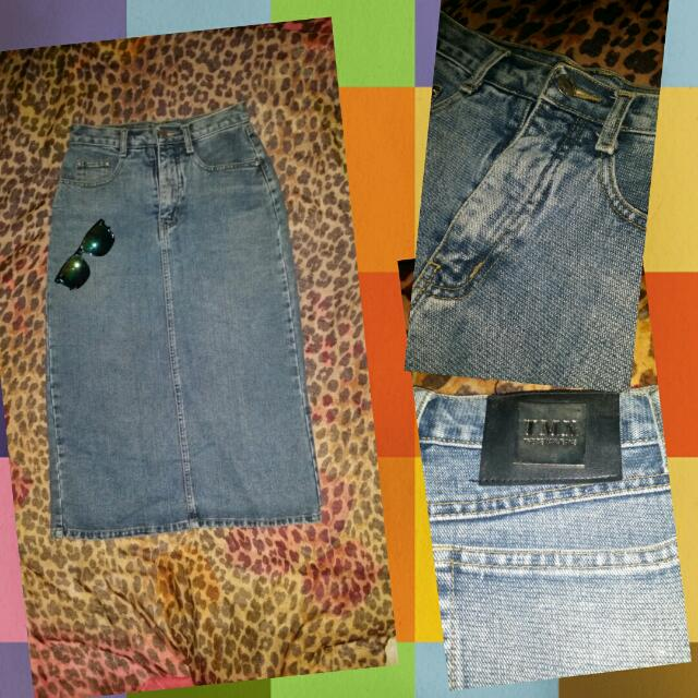 Pencil cut long denim skirt.(w/ back slit)