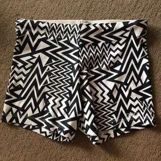 Lorna Jane Pattern Booty Shorts XS