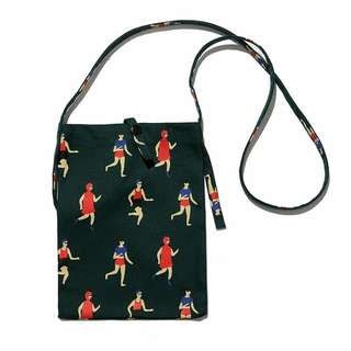 FUN 日雜~復古 小清新 可愛斜背小布包  手機袋 隨身包 -馬拉松款