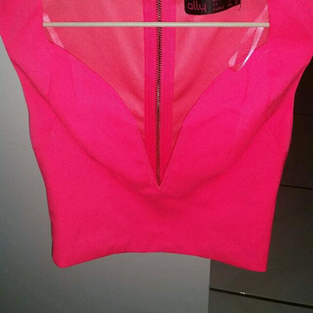 Ally Neon Pink Crop Top. Size 6