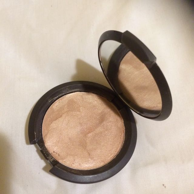 Becca Champagne Pop Shimmering Skin Perfector Poured Highlighter