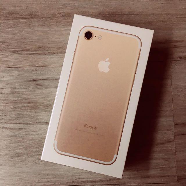 I7 Apple 金色 32g 全新未拆封