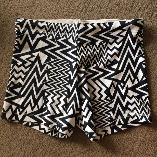 Lorna Jane Pattern Booty Shorts XS