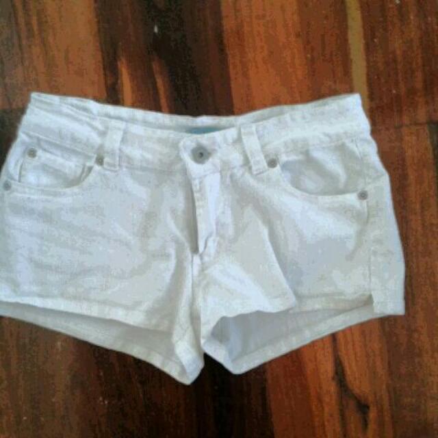Shorts White Size 8