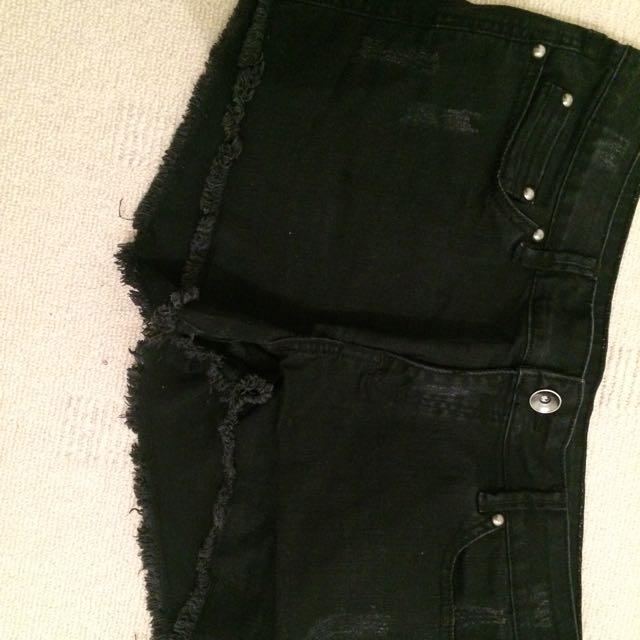 Tempt Black Shorts