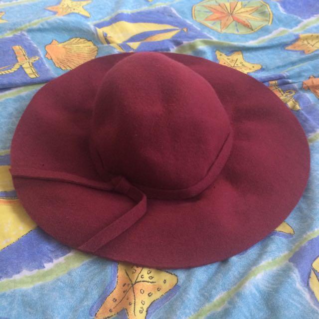 Wool maroon autumn hat
