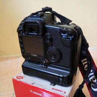 Kamera CANON 30D + BG (Body Only)