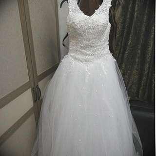 全新卡肩精緻蕾絲水晶婚紗 白紗 禮服 出售 吊牌在