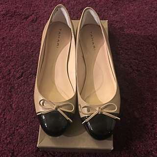Tahari Nude/black Low Heel Size 6M