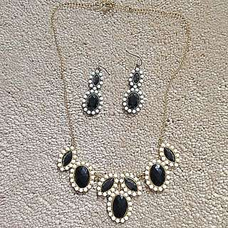 Earnings And Necklace Set