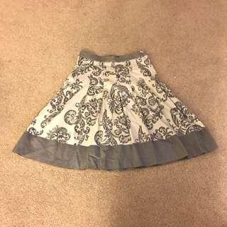Ladies Colorado Skirt Size 6 Grey & White