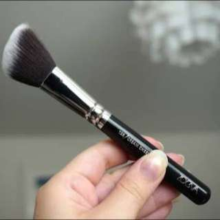 Zoeva cream cheek brush 128