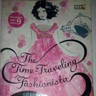 The Time - Traveling Fashionista Vol. 1 On Board The Titanic (Bianca Turetsky - Bentang Belia)
