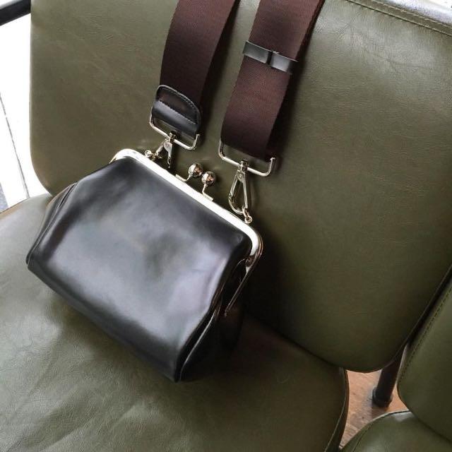 珍珠釦寬帶包包